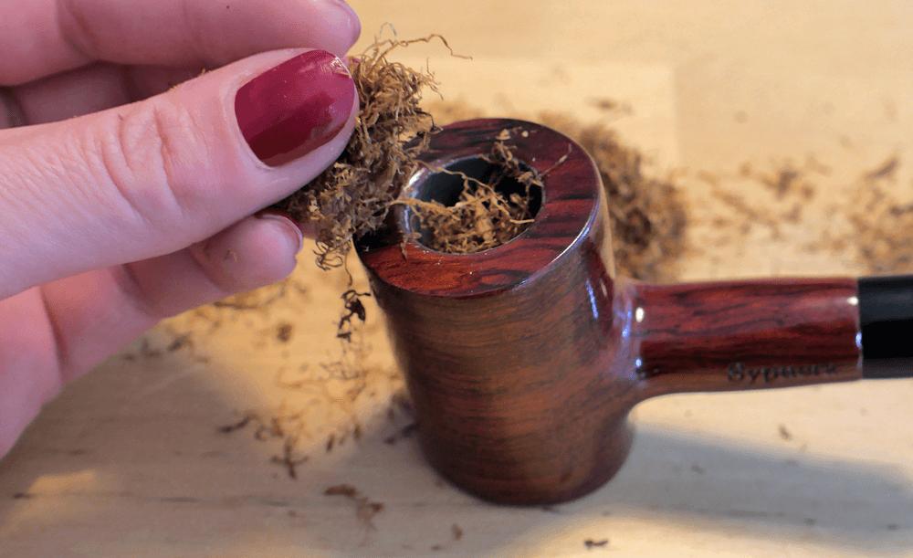 Ako fajčiť fajku - nakladanie fajkového tabaku do fajky