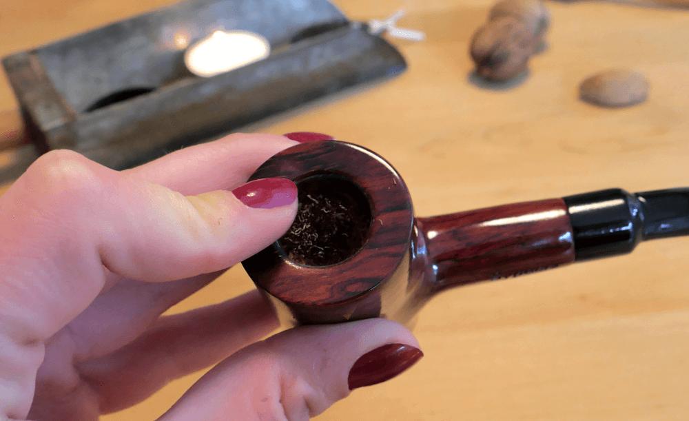 Ako fajčiť fajku - spálený tabak vo fajke