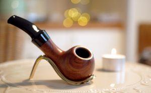 Read more about the article Prvá fajka na tabak a problémy začiatočníkov. Ako správne zafajčiť fajku?