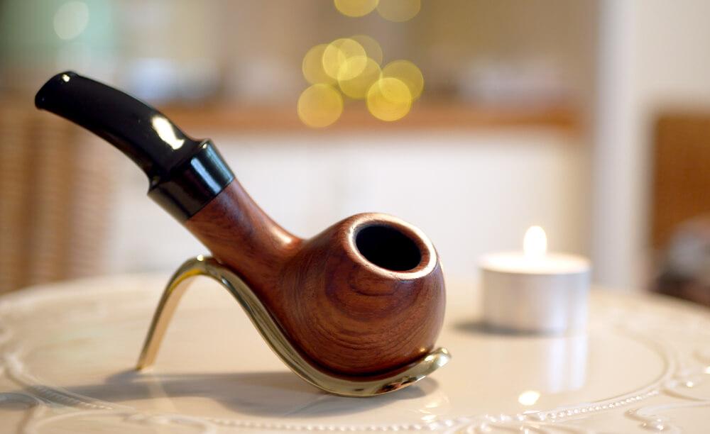 You are currently viewing Prvá fajka na tabak a problémy začiatočníkov. Ako správne zafajčiť fajku?