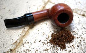 Read more about the article Fajka na tabak: Ako ju správne naplniť?